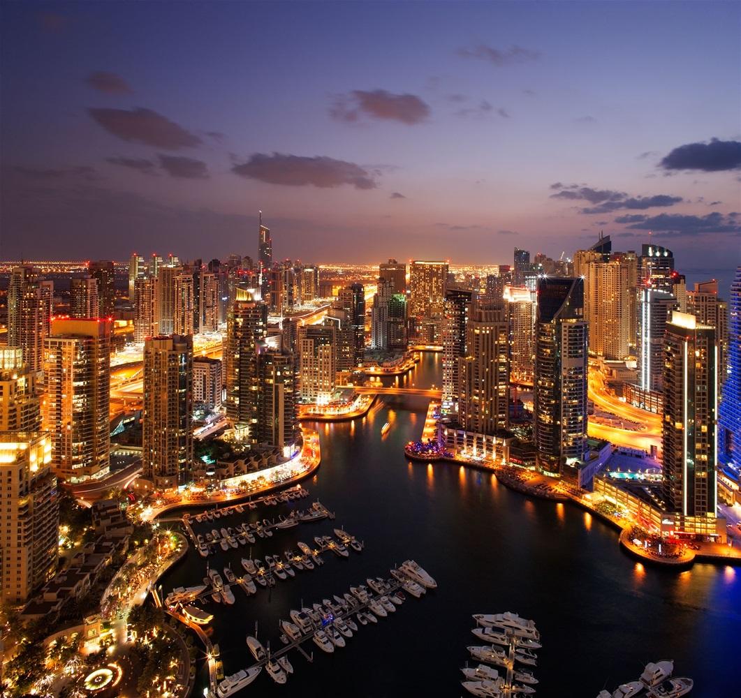 Ηνωμένα Αραβικά Εμιράτα που χρονολογείται για πρώτη φορά στα 30 σας